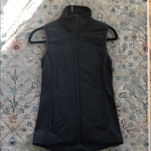 Women's lululemon Run for cold vest size 4 black
